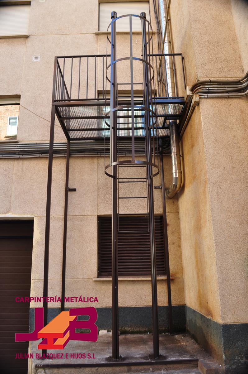 Escaleras plegables para altillos interesting escaleras - Escalera plegable para altillo ...